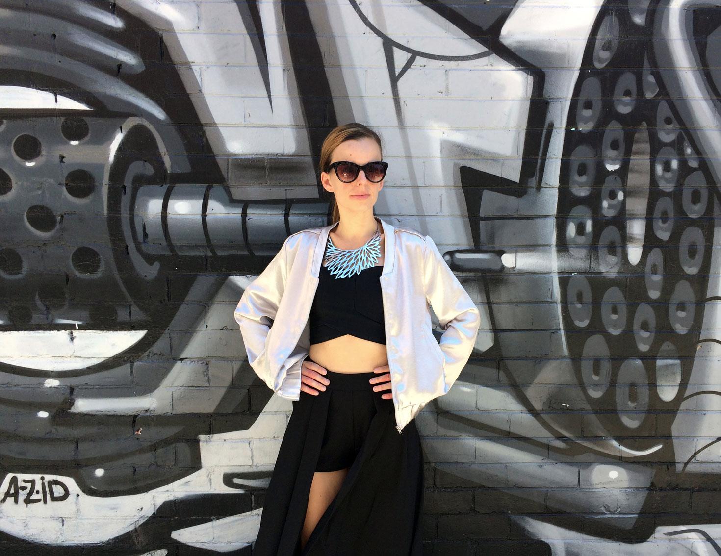 Street art kultúra v Melbourne s akčným outfitom