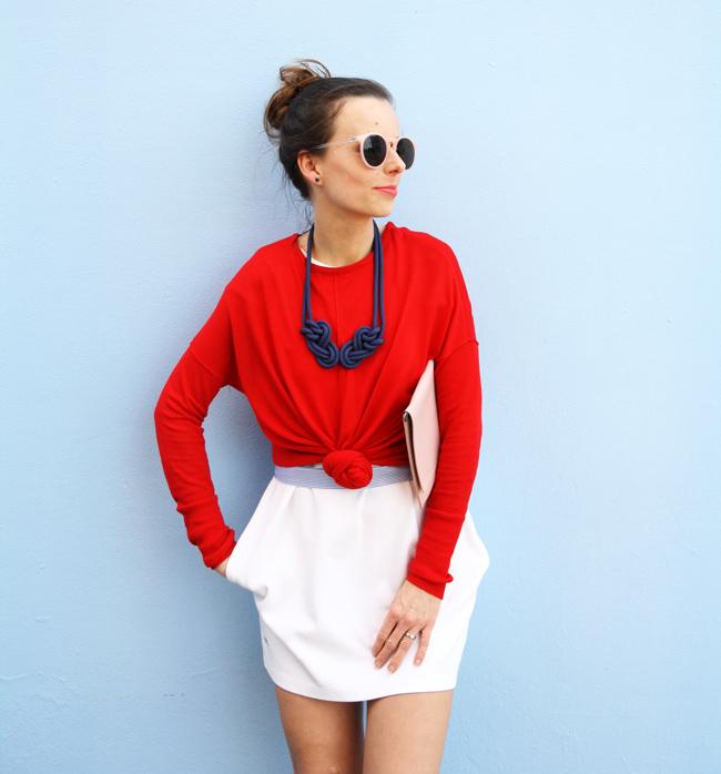 V slovenských farbách - biele šaty, modrý náhrelník, červené tričko - outfit